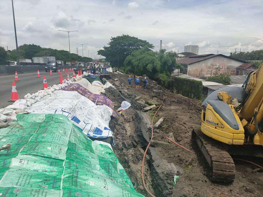 Perbaikan Tol Surabaya-Gempol Longsor Dikebut, Kapan Rampungnya?