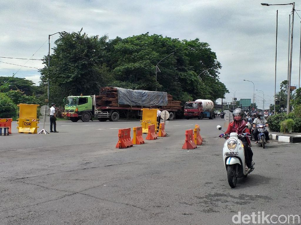 Imbas Tol Surabaya-Gempol Longsor, Truk Besar Padati Jalan Protokol Surabaya