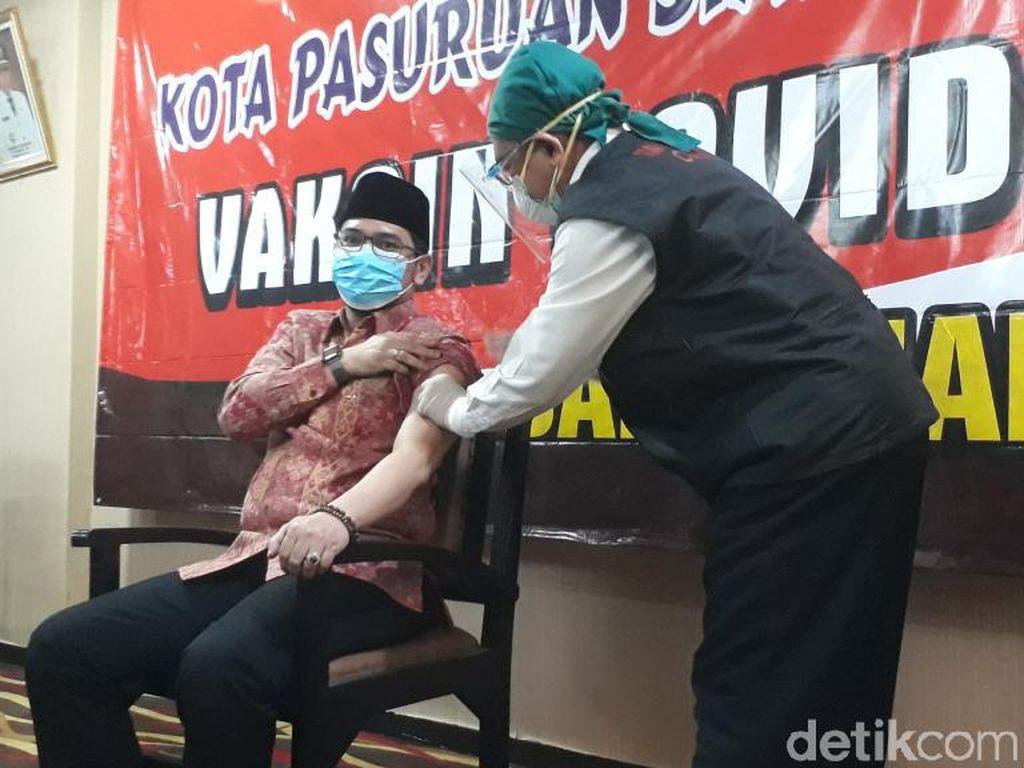 Saat Wali Kota Pasuruan Jadi Contoh Vaksinasi COVID-19