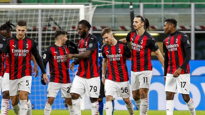 Inter Milan players celebrate their opening goal during an Italian Cup round of 8 soccer match between Inter Milan and AC Milan at the San Siro stadium, in Milan, Italy, Tuesday, Jan. 26, 2021. (AP Photo/Antonio Calanni)