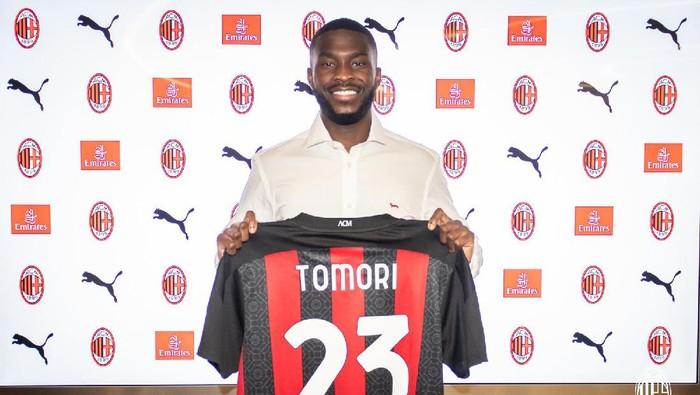 Fikayo Tomori resmi dipinjamkan Chelsea ke AC Milan dengan durasi kontrak hingga akhir musim 2020/2021.