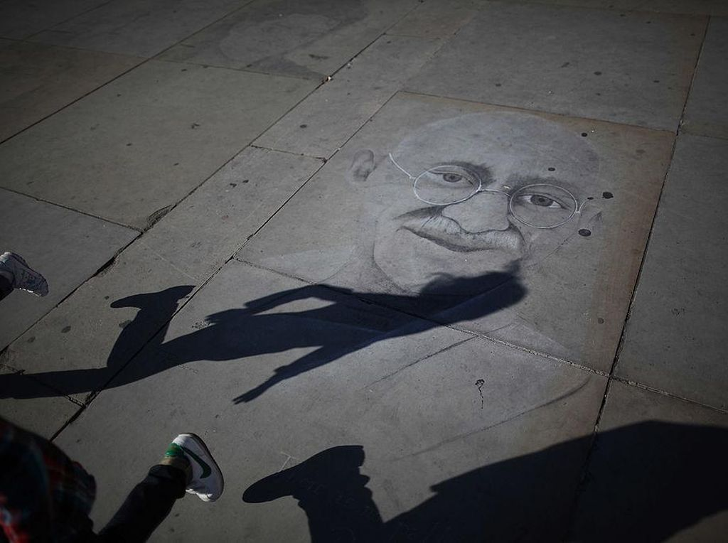 Mengenang Mahatma Gandhi Dalam Bingkai Foto