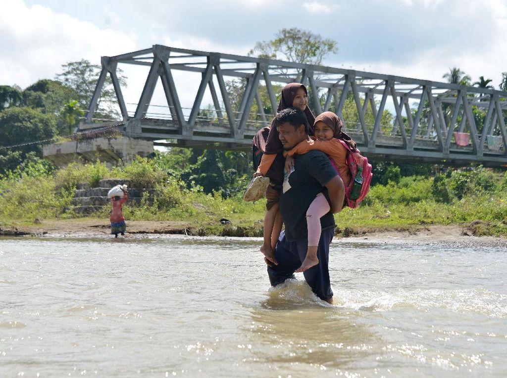 Perjuangan Sekolah Anak Pedalaman Aceh Pasca Jembatan Putus