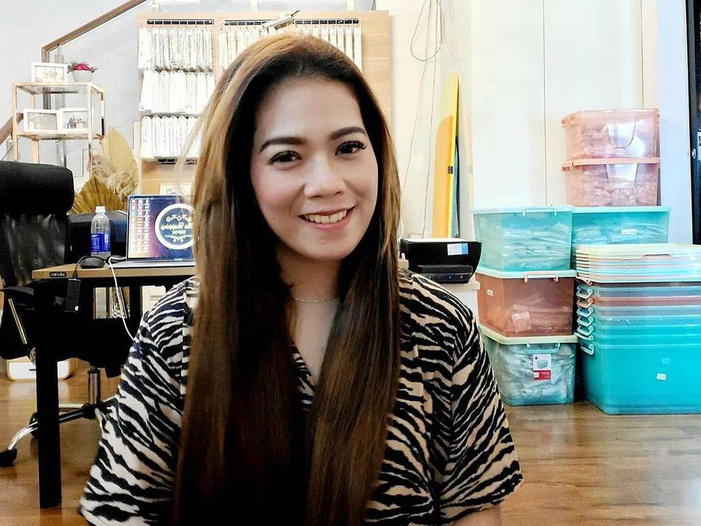 Viral Wanita Bisnis Perhiasan Imitasi, Sehari Kantongi Rp 150 Juta Saat Sepi