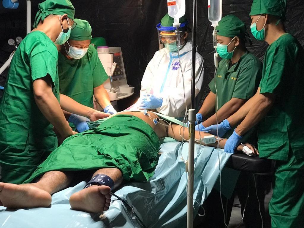 RS Darurat TNI AD Mamuju Tangani Operasi Patah Tulang Korban Gempa