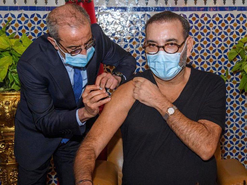 Raja Maroko Disuntik Vaksin COVID-19