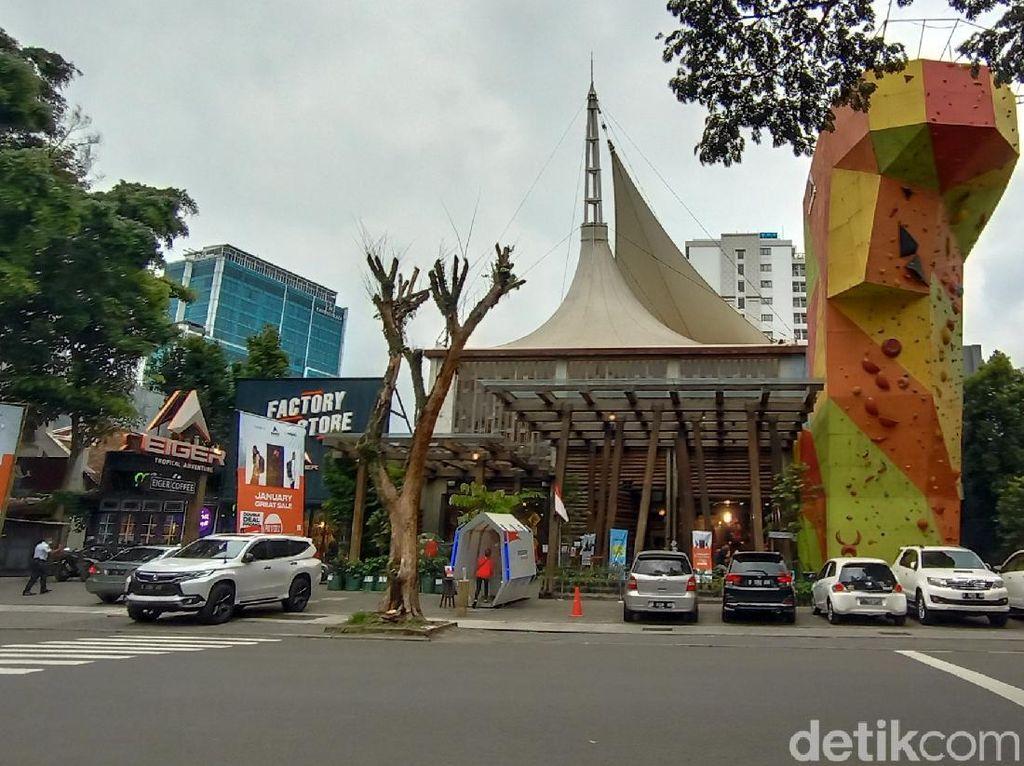 Setelah Insiden Surat Cinta, Store Eiger Bandung Tetap Ramai Pengunjung
