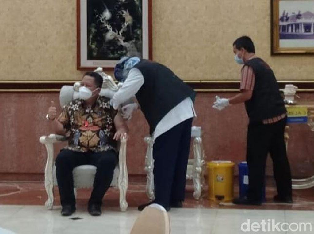 16 Orang Divaksin Tahap Dua di Balai Kota Surabaya