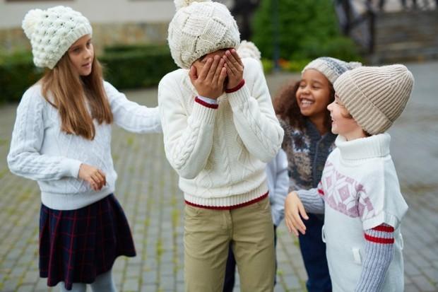 Anak yang mengalami bullying oleh teman-temannya bisa menjadi pendiam.