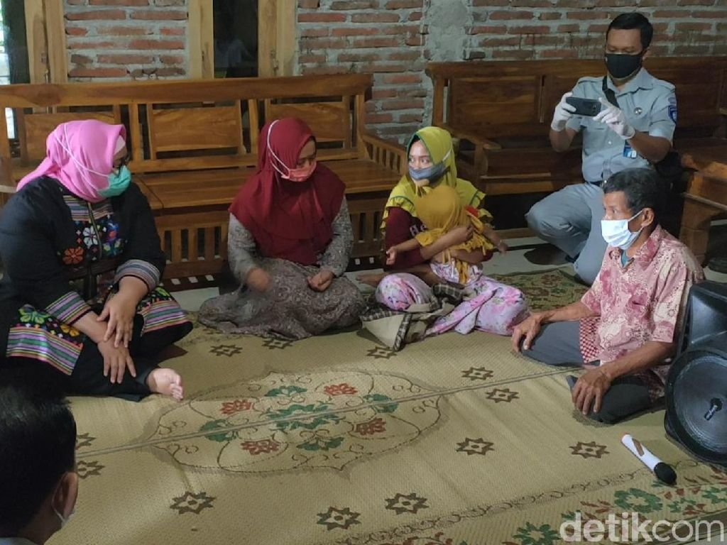 Keluarga Tunggu Kepulangan Jenazah Kakak Beradik Korban Sriwijaya Air di Sragen