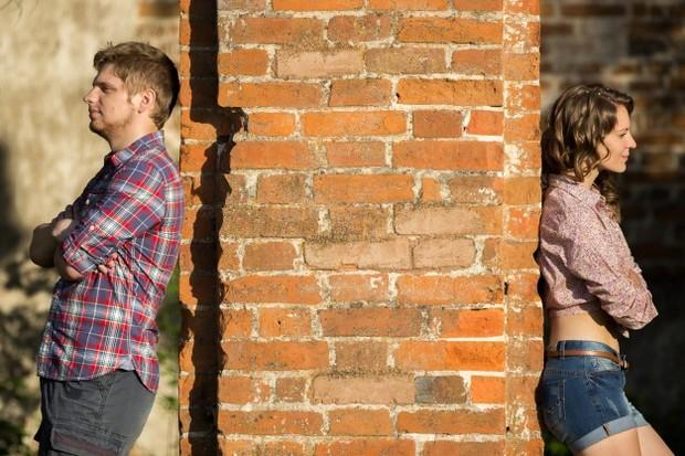 Saat pasangan memiliki pendapat yang selalu bertentangan dan tidak bisa menerima perbedaan.