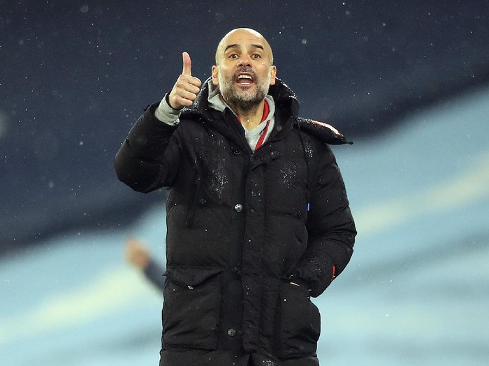 MANCHESTER, ENGLAND - JANUARY 20: Pep Guardiola, Manager of Manchester City gives his team instructions during the Premier League match between Manchester City and Aston Villa at Etihad Stadium on January 20, 2021 in Manchester, England. Sporting stadiums around the UK remain under strict restrictions due to the Coronavirus Pandemic as Government social distancing laws prohibit fans inside venues resulting in games being played behind closed doors. (Photo by Martin Rickett - Pool/Getty Images)