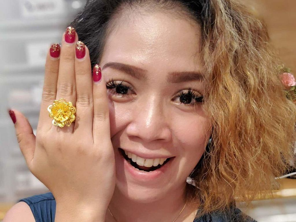 Sukses Bisnis Perhiasan Imitasi, Ini Kata Olla yang Disebut Crazy Rich Depok