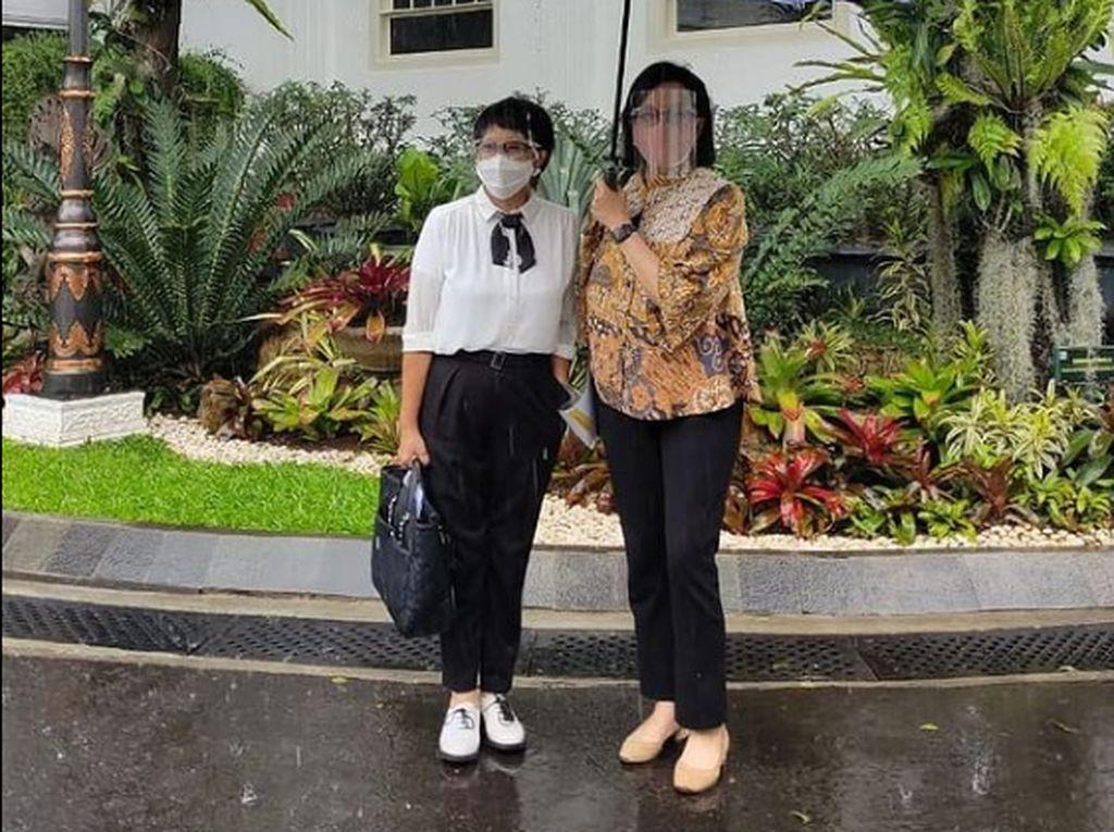 Gaya Menlu Retno Marsudi Temui Jokowi Curi Perhatian, Netizen: Keren Banget!