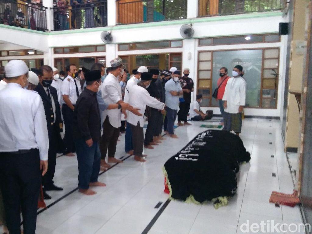 Banyak Orang Salatkan Jenazah Kapten Afwan di Masjid Dekat Rumah Duka