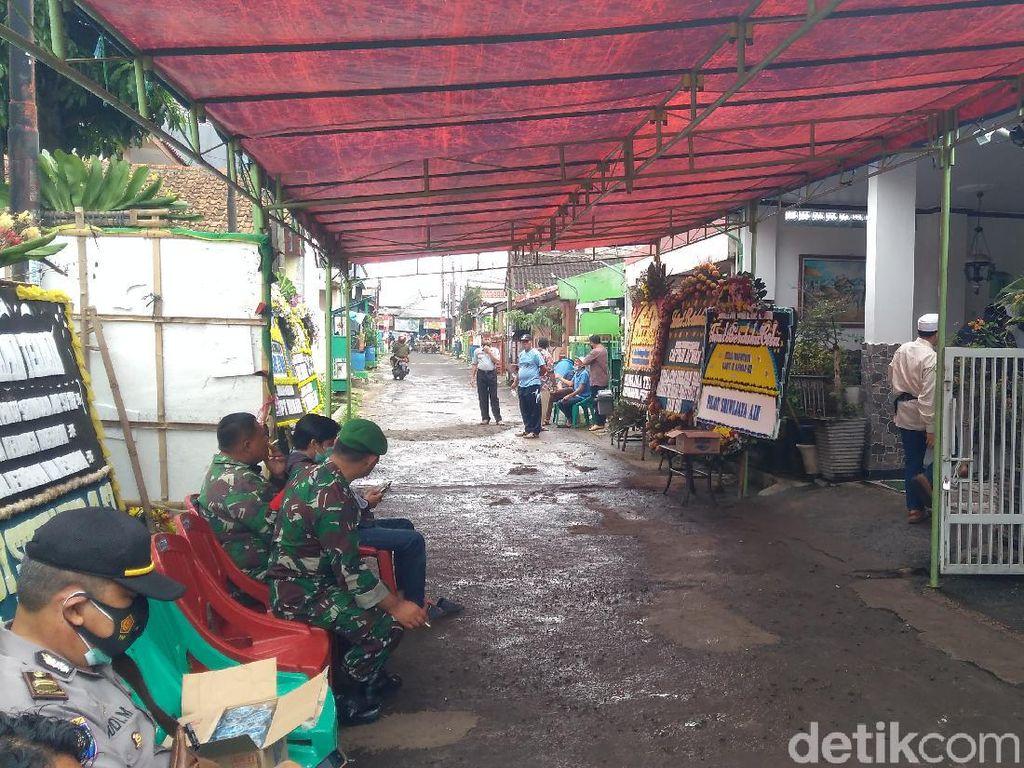 Karangan Bunga Berjejer di Rumah Duka Kapten Afwan, Dirut Sriwijaya Tiba