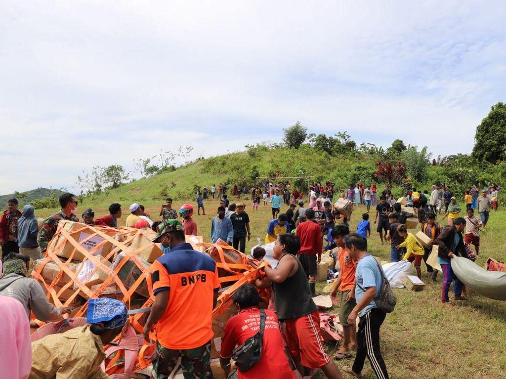 Gembiranya Warga Desa Terisolir Gempa Sulbar Saat Bantuan Datang Pakai Heli