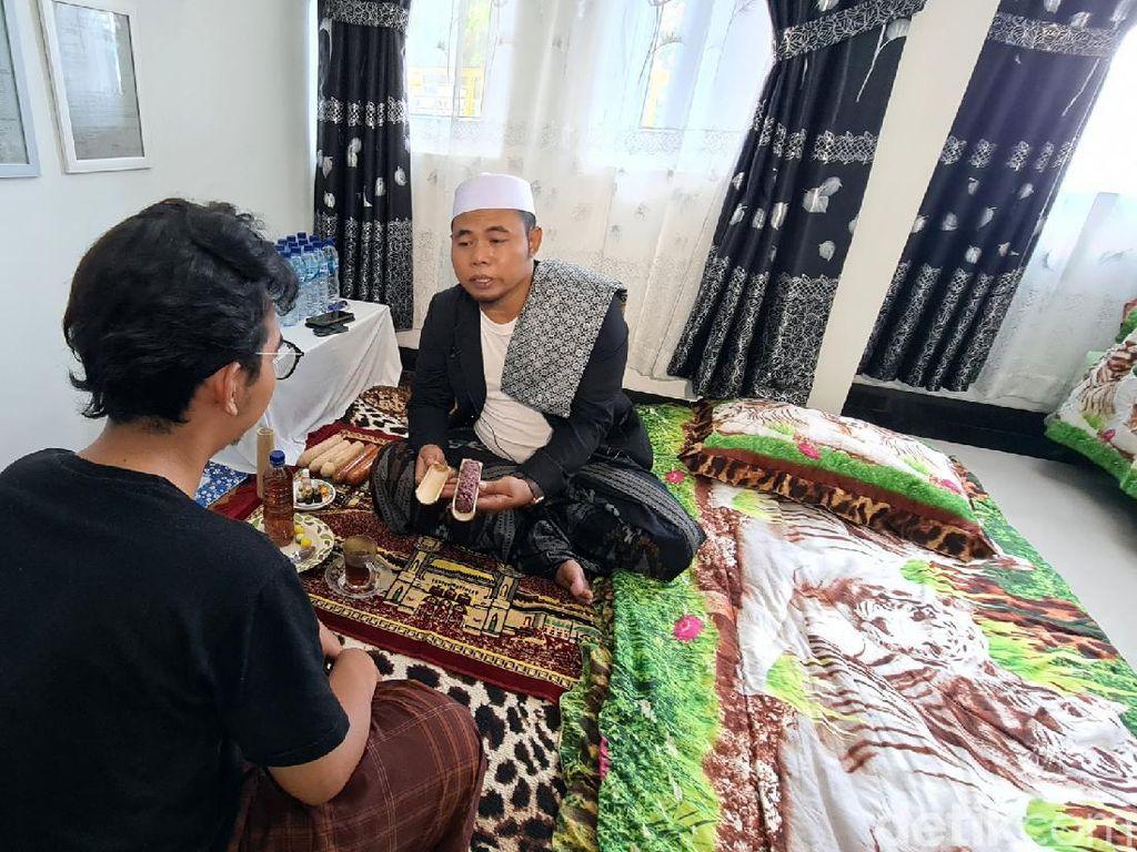 Melihat Kembali Praktik Reparasi Alat Vital Mak Erot di Sukabumi