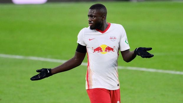 LEIPZIG, GERMANY - DECEMBER 19: Dayot Upamecano of RB Leipzig looks dejected during the Bundesliga match between RB Leipzig and 1. FC Koeln at Red Bull Arena on December 19, 2020 in Leipzig, Germany. Sporting stadiums around Germany remain under strict restrictions due to the Coronavirus Pandemic as Government social distancing laws prohibit fans inside venues resulting in games being played behind closed doors. (Photo by Oliver Hardt/Getty Images)