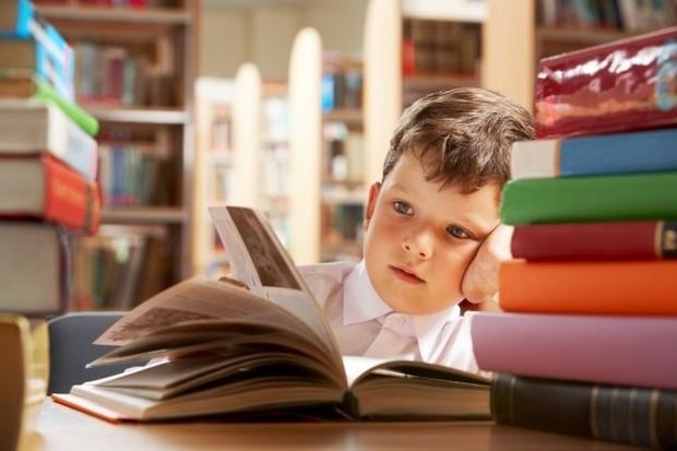Anak yang berkepribadian introvert biasanya tidak banyak bicara.