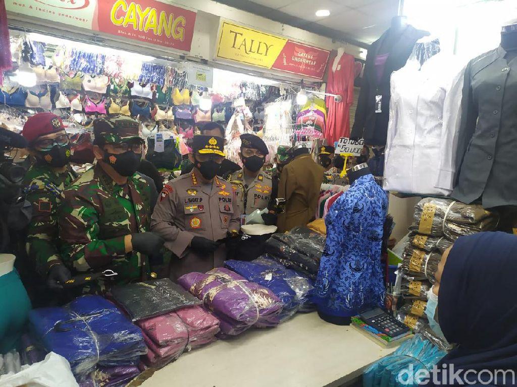 Kapolri-Panglima TNI Minta Sekuriti Pasar Tanah Abang Ikut Sosialisasi Masker