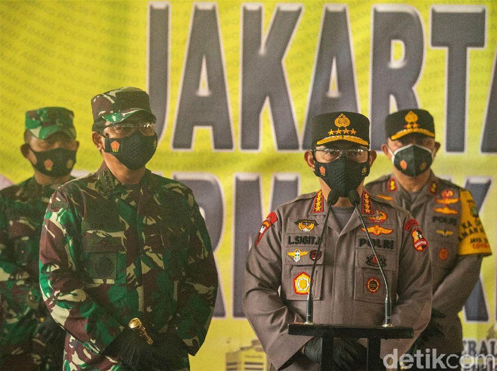 Duet Perdana Jenderal Listyo Sigit Blusukan di Pasar Bareng Panglima