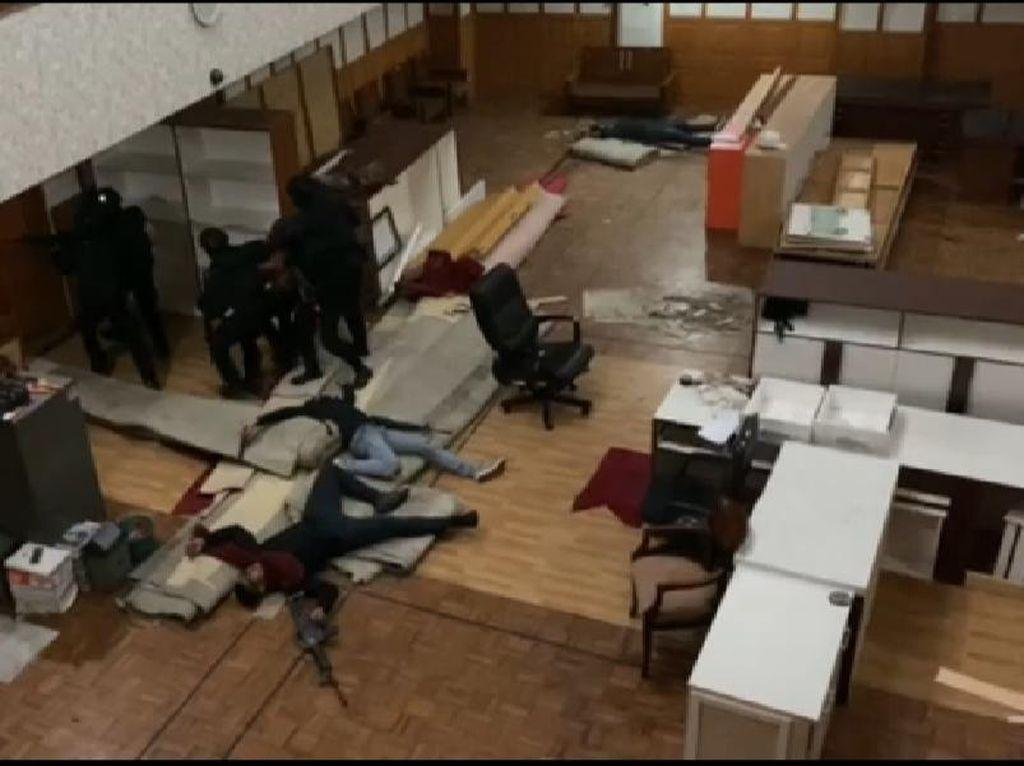 Kopassus Latihan di DPRD Cilegon, Bebaskan Sandera yang Ditawan Teroris