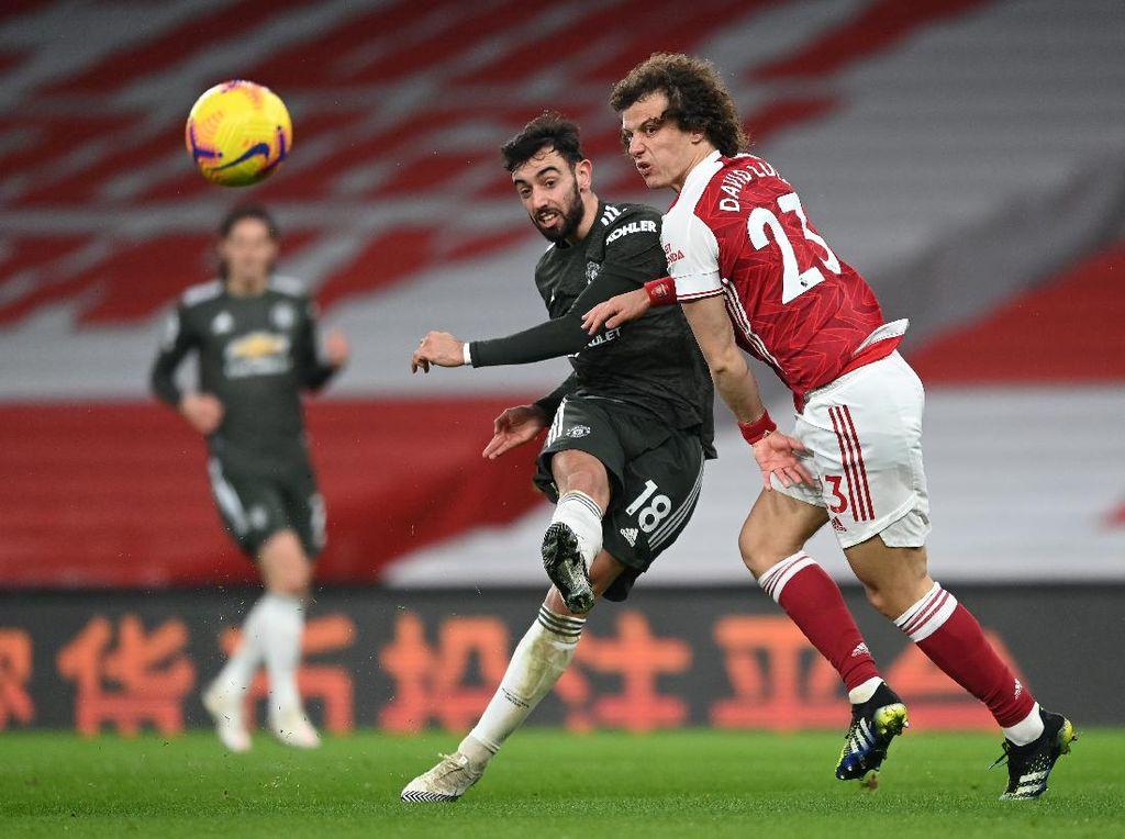 David Luiz Girang Banget Cuma Blok Tendangan Bebas Bruno Fernandes