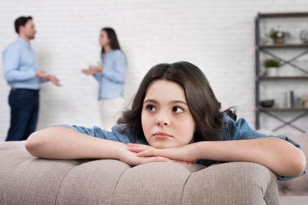 Anak yang memiliki masalah dalam keluarga juga bisa membuatnya menjadi pendiam.