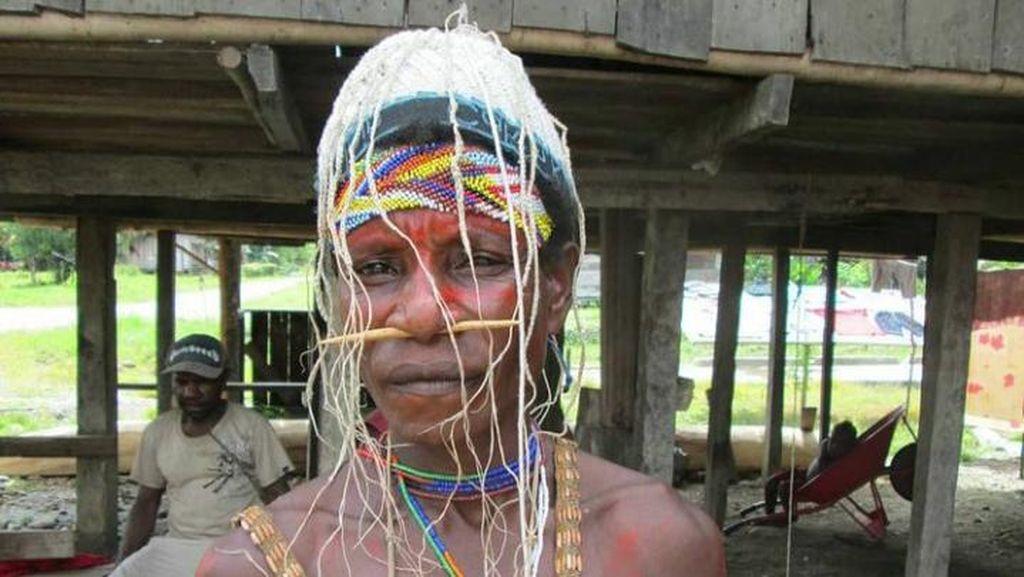 Foto: Suku Bauzi di Papua yang Hobi Berburu Buaya