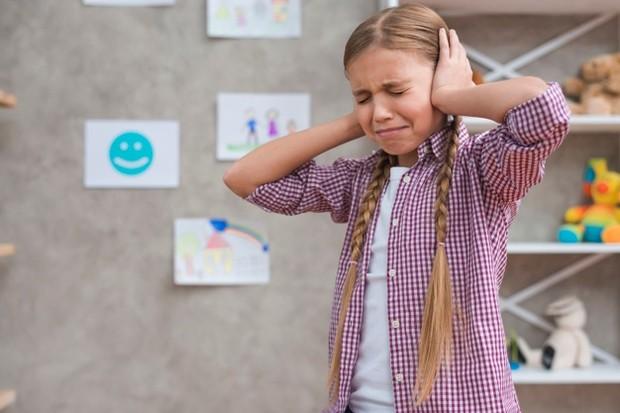 Trauma psikis yang dialami anak bisa membuatnya pendiam.