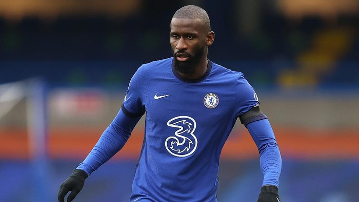 LONDON, ENGLAND - JANUARY 31:  Antonio Rudiger of Chelsea in action during the Premier League match between Chelsea and Burnley at Stamford Bridge on January 31, 2021 in London, England. Sporting stadiums around the UK remain under strict restrictions due to the Coronavirus Pandemic as Government social distancing laws prohibit fans inside venues resulting in games being played behind closed doors. (Photo by Julian Finney/Getty Images)