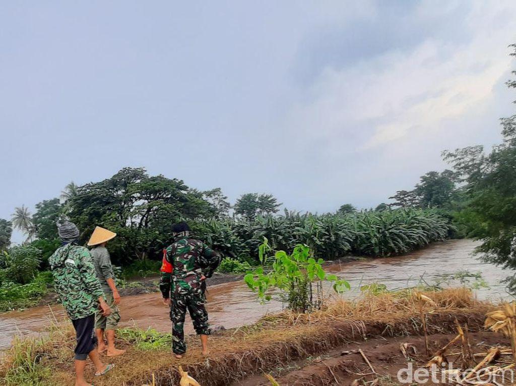 Plengsengan Sungai di Situbondo Jebol, 103 Rumah Warga Terendam Banjir