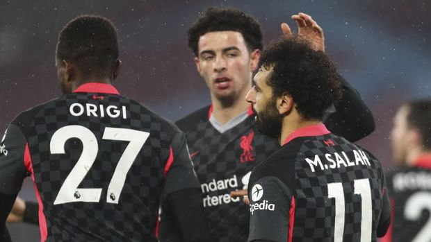Liverpool's Mohamed Salah, right, celebrates after scoring his side's second goal during the English Premier League match between West Ham and Liverpool at the the London Stadium in London, Sunday, Jan. 31, 2021. (Clive Rose/Pool via AP)