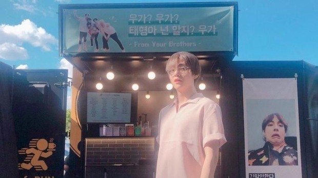Food Truck untuk V BTS dikirim oleh Park Seo Joon sebagai ungkapan memberi semangat/Koreaboo/twitter.com