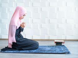 Doa Menjenguk Orang Sakit yang Diajarkan Rasulullah SAW