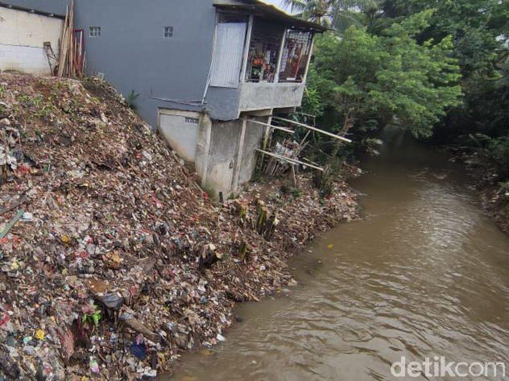 Pemkot Depok Siap Bantu Warga Kampung Bersihkan Tebing Kali Sampah