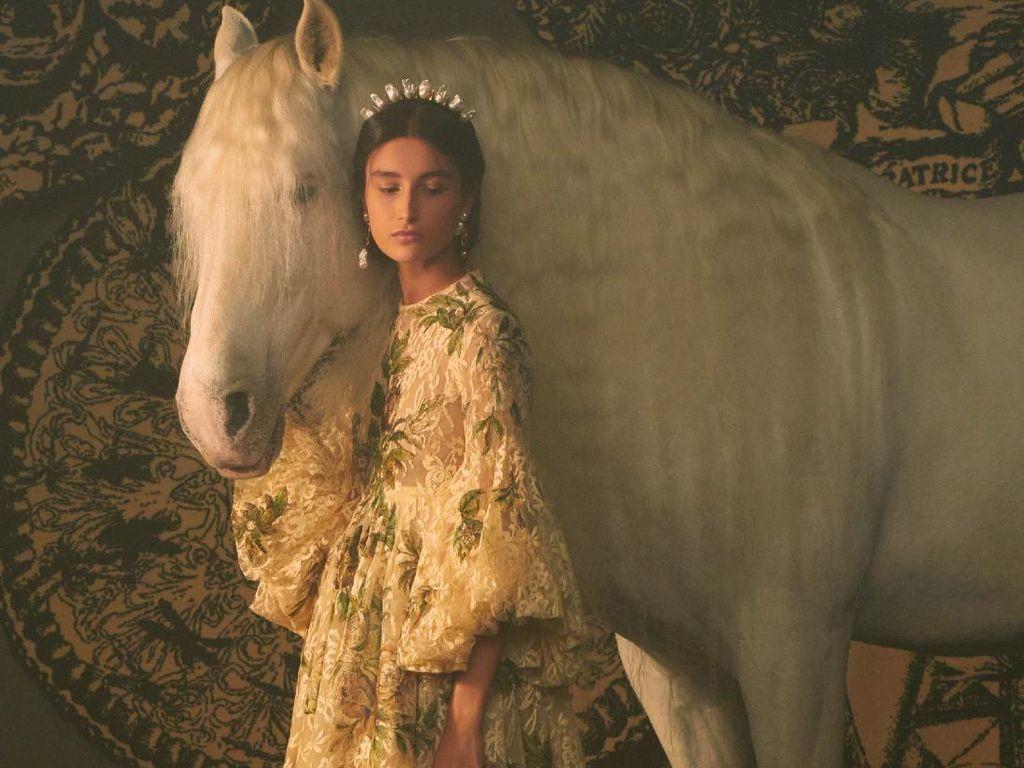 10 Koleksi Gaun Indah Christian Dior Couture yang Terinspirasi Tarot