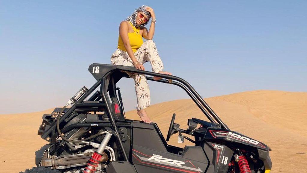 Foto: Penampilan Seksi Model Playboy Pemotretan di Gurun Dubai, Dihujat Cabul