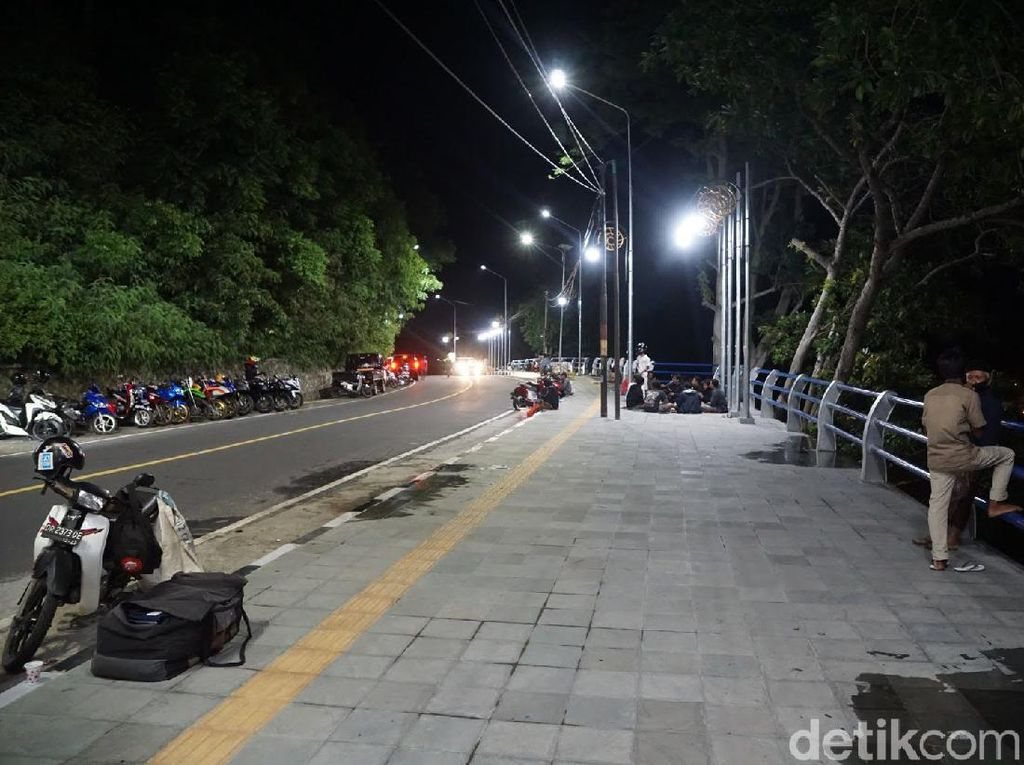 Suasana Malam Minggu yang Sepi di Sekitar Pantai Senggigi