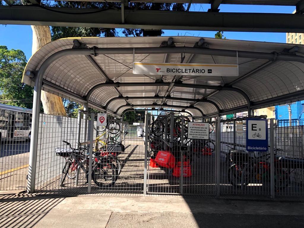 Parkir Sepeda di Sao Paolo Bus Station (Dok Faela Sufa/ITDP)