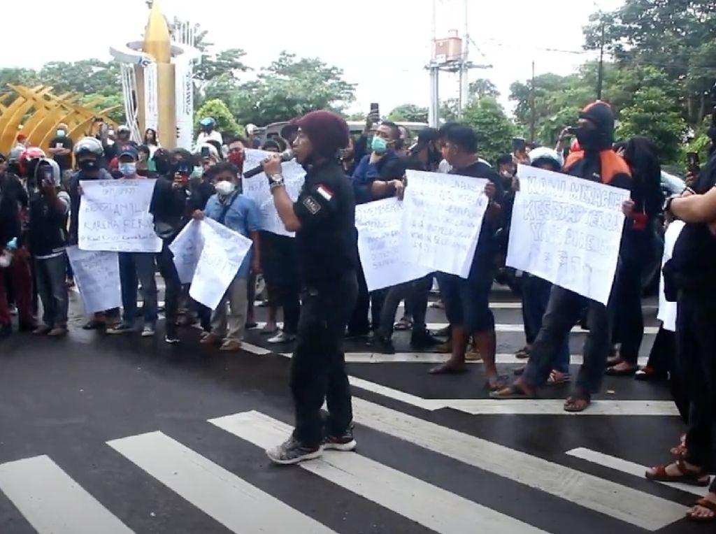 Pelaku UMKM dan Musisi di Parepare Demo Tolak PPKM