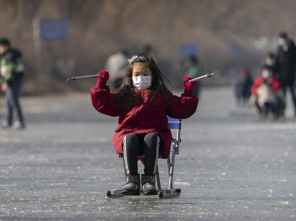 Serunya Seluncur Naik Kursi di China