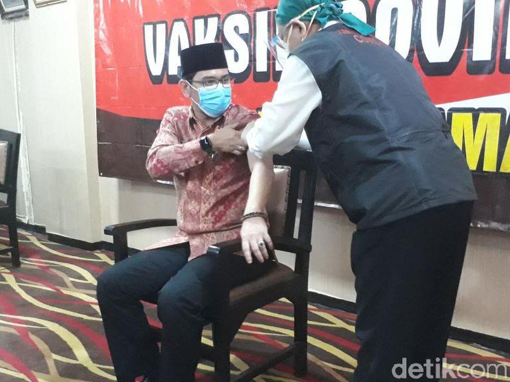 Pejabat Pasuruan Baik-baik Saja Usai Divaksin, Siap untuk Vaksin COVID-19 Kedua