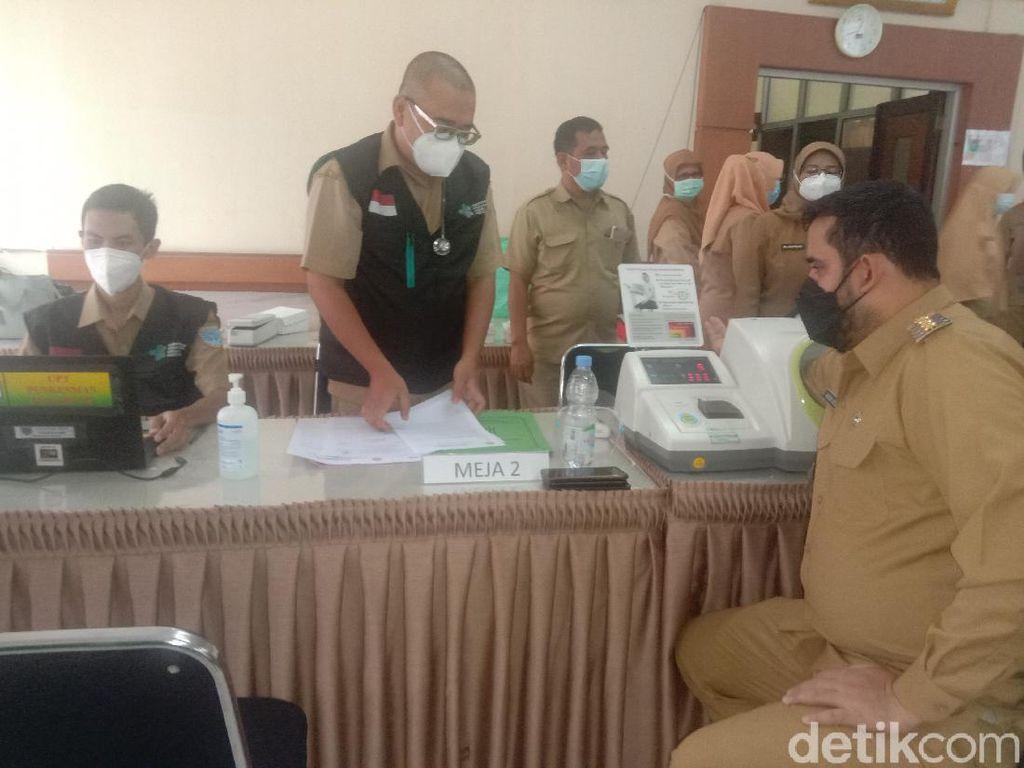 Wali Kota Probolinggo Gagal Disuntik Vaksin COVID-19 Gegara Tensi Tinggi