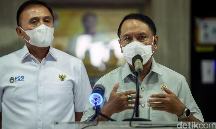 Ketum PSSI Mochamad Iriawan (iwan Bule) bertemu Menpora Zainudin Amali. Pertemuan itu bahas nasib kompetisi sepakbola di Indonesia yang mati suri gegara Corona.