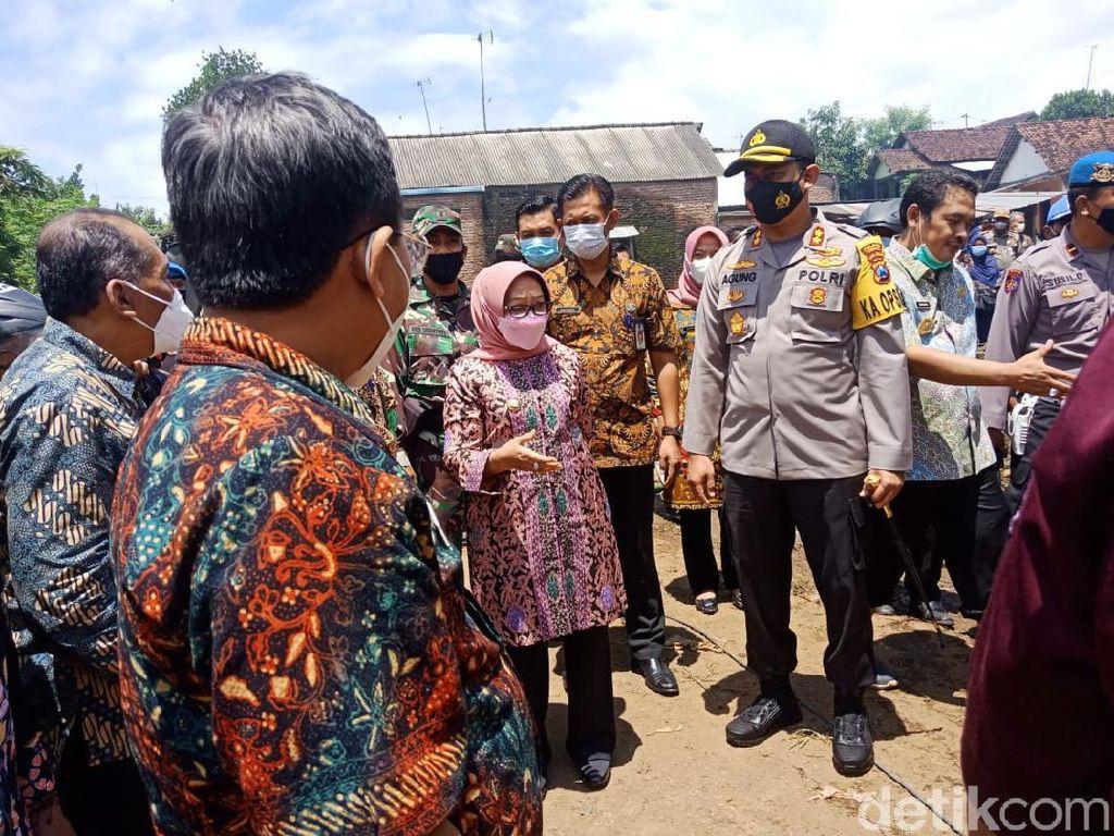 Polisi Jombang Jaga Desa yang Diterjang Banjir Bandang Cegah Penjarahan