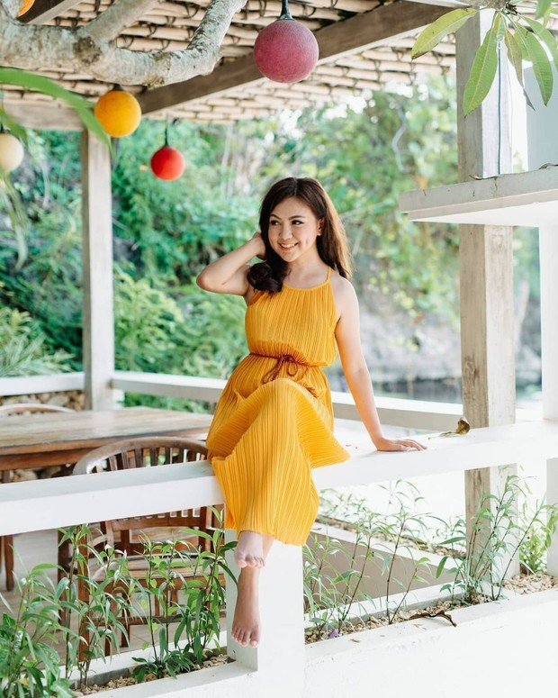 Dress Kuning Cerah untuk Warna Kulit Kuning Langsat (instagram.com/selphieusagi)