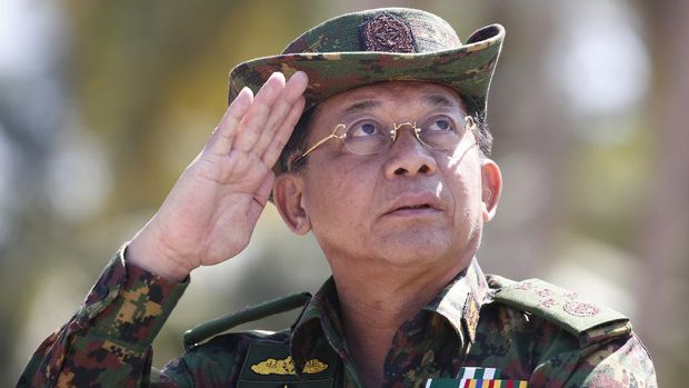 Myanmar military commander-in-chief Senior General Min Aung Hlaing salutes while speaking during the second day of 'Sin Phyu Shin' joint military exercises in the Ayeyarwaddy delta region on February 3, 2018. - The two-day military exercise is the biggest since 1997, involving different armed forces division. (Photo by LYNN BO BO / POOL / AFP)