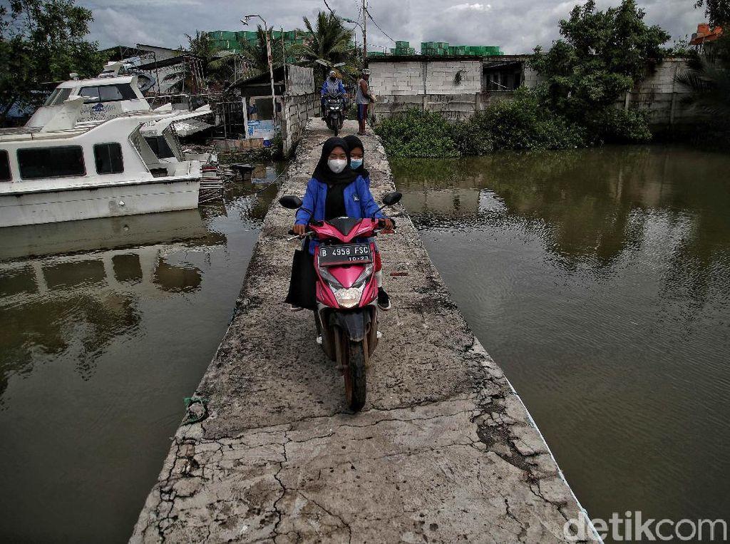 Melihat Ancaman Air Rob di Kampung Marunda